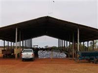 Galpão rural de madeira tratada