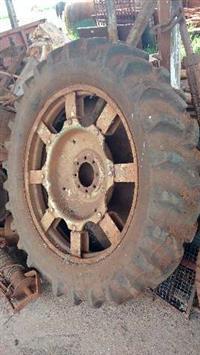 Roda estreita furação New holland e Massey Ferguson MF com pneu otimo 18.4/11-38