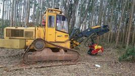 Trator Bell com garra traçadora para madeira - 1998