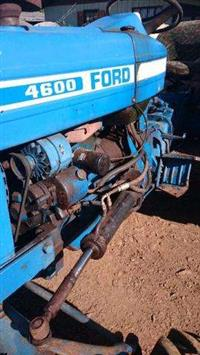 Trator Ford/New Holland 4600 4x2 ano 78