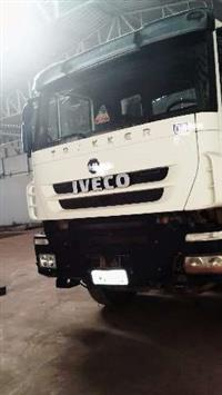 Caminhão Iveco Trakker ano 09