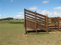 Balanças, troncos, bretes, baias. Pistas, currais, todo tipo de instalações rurais