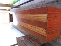moveis feitos com restauração de dormentes de madeiras nobres