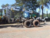 Trator Valtra 4X4 com carregador Florestal TMO7612 ano 2009 o conjunto