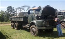 Caminhão Mercedes Benz (MB) 11 13 6x6 do exército