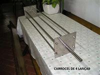 Carrossel de espetos para churrasco no rolete com 4 lanças