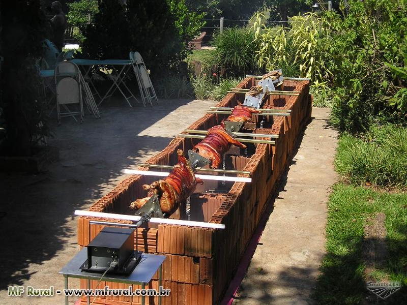 Churrasqueira Tipo Rolete - Carneiro e porco no rolete