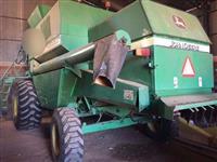 Colheitadeira JD 1550 (4 pneus resolados sem uso)