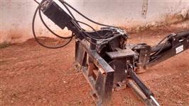 Implemento Retroescavadeira para Minicarregadeira