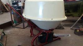 Adubadeira, calcareadeira e semeadora Vicon de 600 Kg