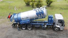 Caminhão & Equipamentos Limpa Fossa & Hidrojateamento