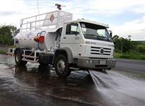 Tanque pipa multifunções sobre chassi de caminhão