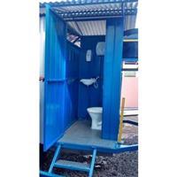 Banheiro com Um Sanitário
