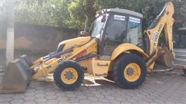 Retroescavadeira New Holland B110 ano 2011 4x4