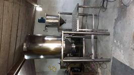 Triturador e misturador  de alho