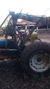 Trator Ford/New Holland 6600 4x2 ano 75