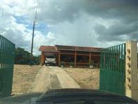 Fazenda situada há 82 km de Cuiabá com 323 ha, distância contada a partir da saída de Cuiabá