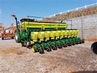 Plantadeira Jonh Deere 1111, ano 2011, 10 linhas de 50cm, mecanica