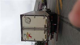 Baú Frigorífico truck com gancheira