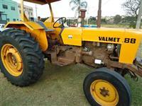 Trator Valtra/Valmet 880 4x2 ano 84