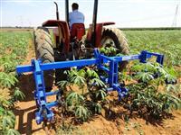 Cultivador de Mandioca para 2 linhas com 3 carrinhos