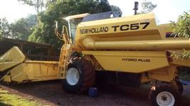Colheitadeira New Holland TC 57 ano 02