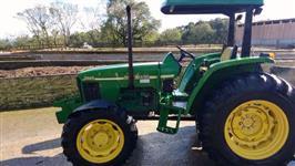 Trator John Deere 5605 4x4 ano 06