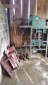 Máquina De Fazer Blocos De Cimento -Sahara