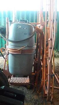 Pulverizador JACTO 800 Litros  14 metros de barra