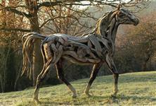 Escultura de cavalo em madeira tamanho natural