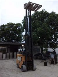 Empilhadeira Yale 2,5 Ton. lança de 9m.de altura e deslocador lateral