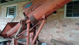 Colhedeira de milho em casca PENHA