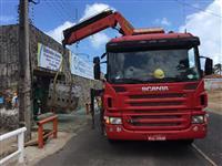 guindaste articulado Palfinger MD 45 ano 2015 -  acoplado caminhão Scania P 270 2011
