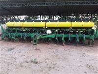 Plantadeira John Deere CCS 2117, ano 2011, 15 linhas com espaçamento de 0.50