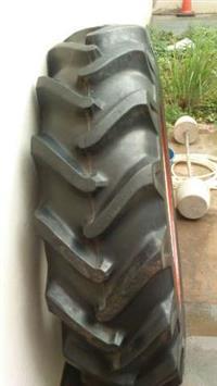 Vendo pneus Novos 12.4x28