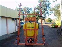 PULVERIZADOR 600 LTS/ 12 M DE BARRA MANUAL METHAL AGRÍCOLA.