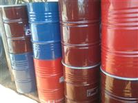 Tambores de ferro de 200 litros.