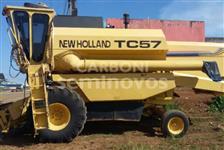 Colheitadeira New Holland TC57, ano 98/98, Em ótimo Estado de Conservação!