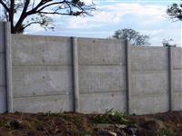 Construção de casas e muros  com plaquinhas de concreto