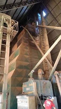 Secador de grãos COMIL CM30 30t/h, 02 maquina de limpeza e 03 elevadores 90 t/h + canalização