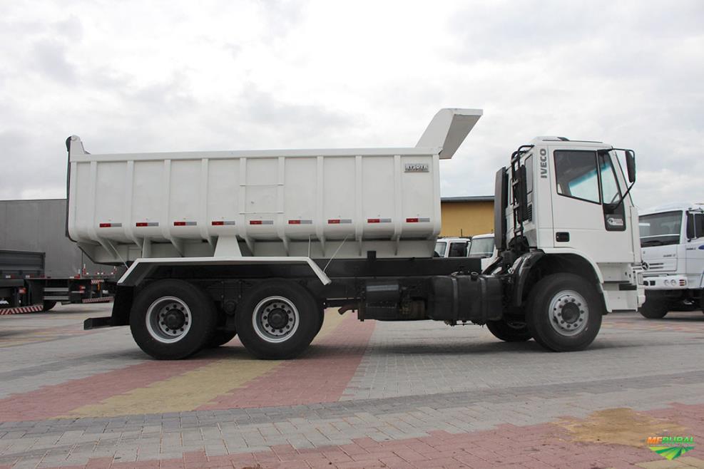 Caminhão Iveco IVECO EUROCARGO 260E25N ano 11