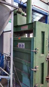 Prensa enfardaira até 300kg Plástico e Papelão