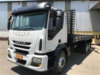Caminhão Iveco Tector 240E25 Plataforma 6x2 ano 12