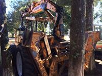 Trator Carregador Florestal Valmet 885 com CF5550 implemater