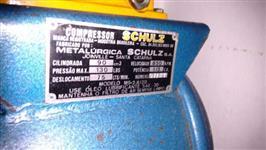 Um compressor da marca SCHULZ VELOCIDADE; 850 RPM