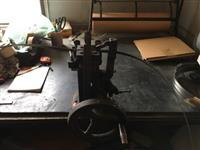 Máquina travadeira de serras de fita