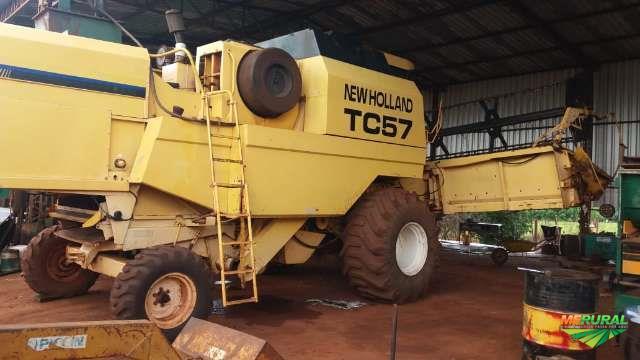 Colheitadeira New Holland TC 57 hydro