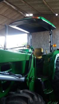Trator John Deere 6110D 4x4 ano 12