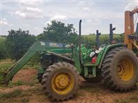 Trator John Deere 5605 4x4 ano 03
