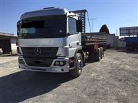 Caminhão Mercedes Benz (MB) 2425 6x2 ano 11
